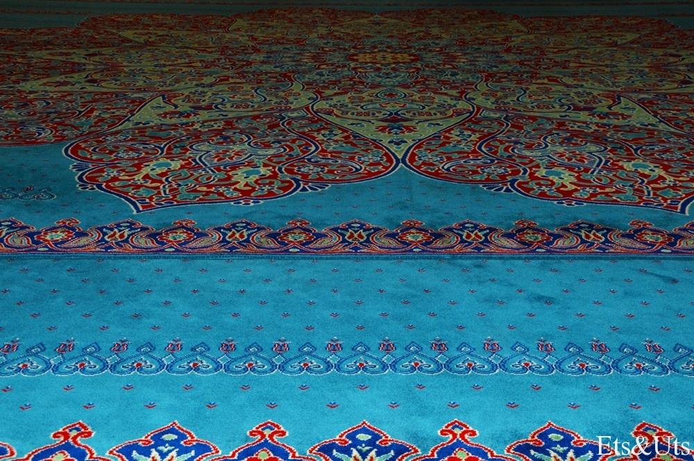 Infinitas alfombras en la Mezquita Nueva