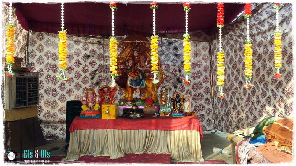 Altar en las calles de Delhi