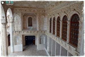 Salas mágicas, con espejos, vidrieras y arte