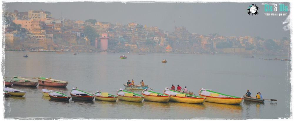 Barcas por el ganges, Varanasi, India