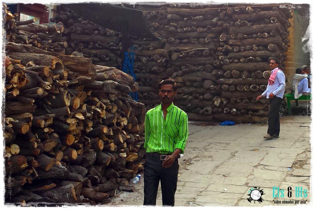 El negocio de la madera, Varanasi, India
