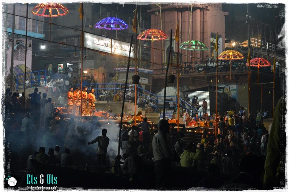 Ritual en Varanasi, India